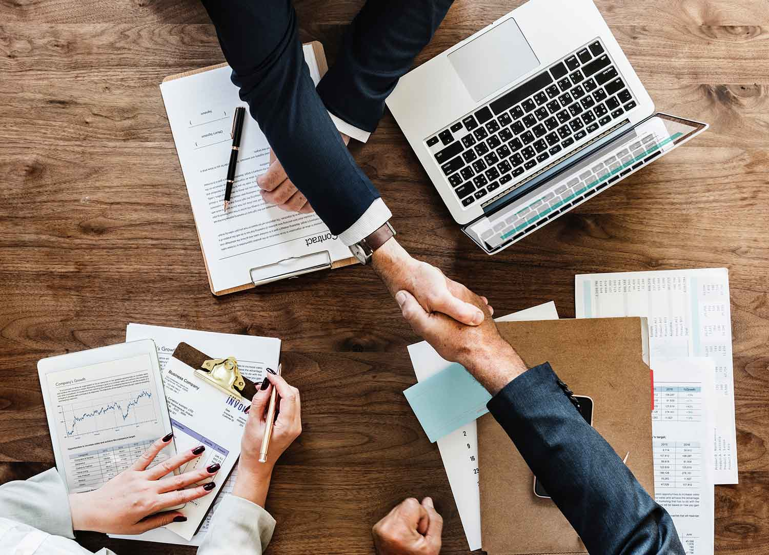 Handshake over the conclusion of a business contract